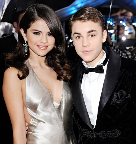 Selena Gomez Unfollows Justin Bieber On Instagram; Everyone Freaks Out | Justin