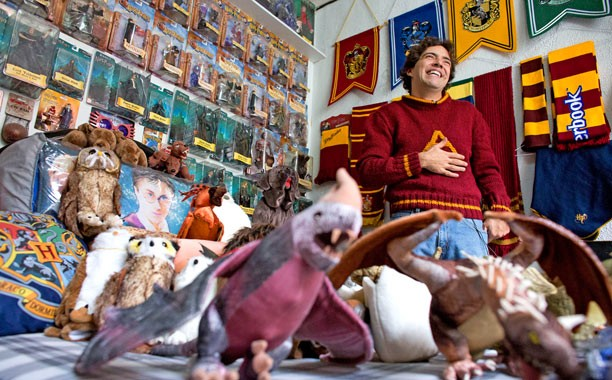 Harry Potter Fan Sets Guinness World Record With Largest Collection | harry potter
