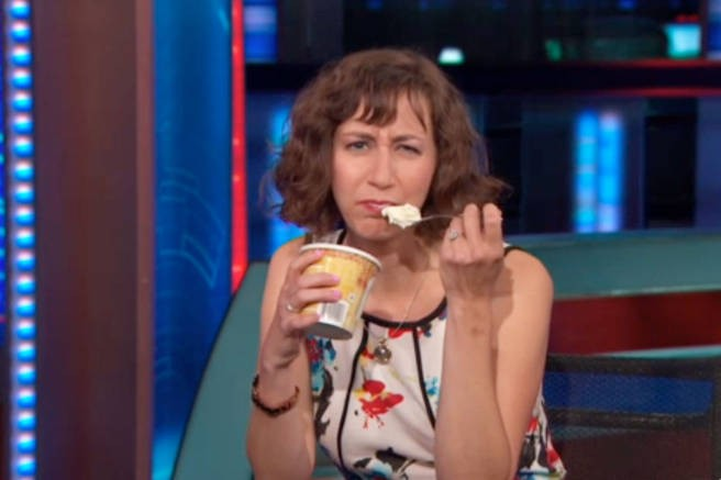 'The Daily Show' Has Kristen Schaal Explain How To Win The Lady Vote | the daily show