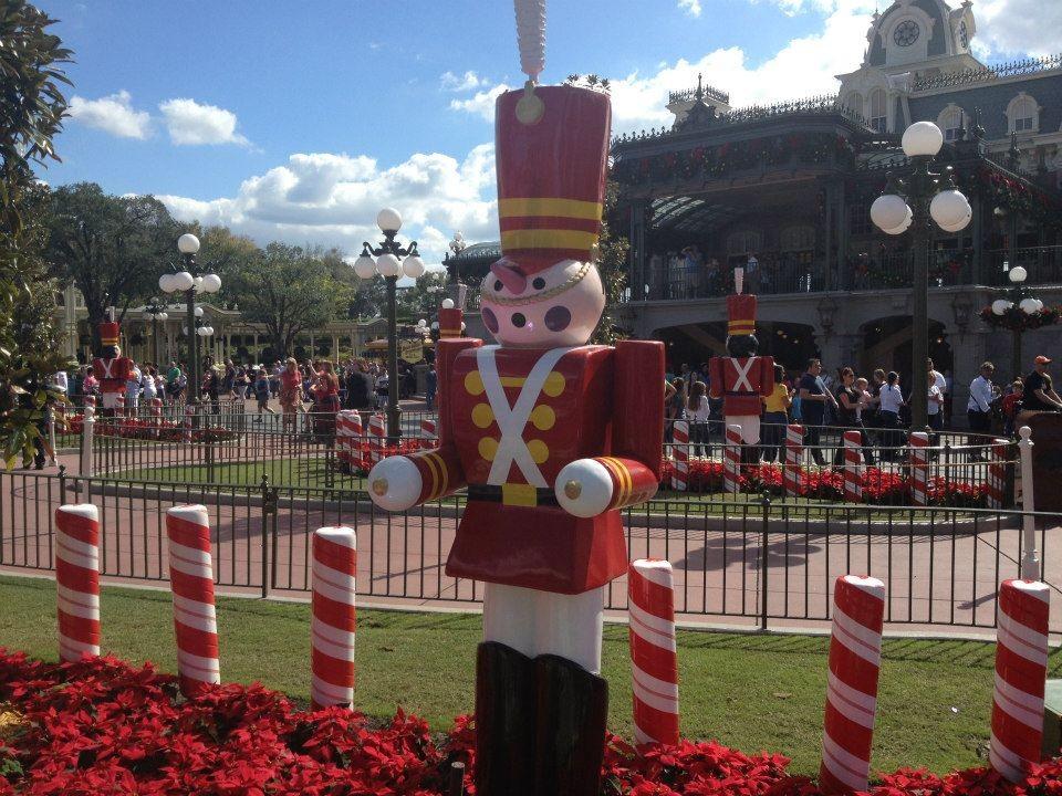 Magic Kingdom Brings Back Holiday Cheer | Magic Kingdom