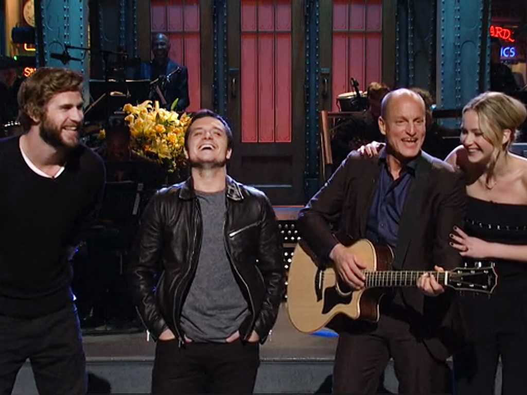 Hunger Games Stars Sing With Woody Harrelson On SNL | Woody Harrelson