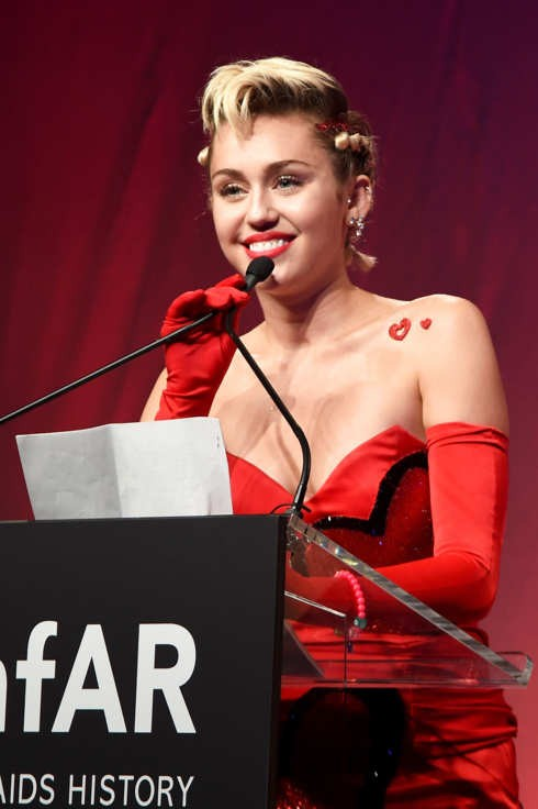 Miley Cyrus Delivers Powerful Speech At amfAR Gala | Miley Cyrus
