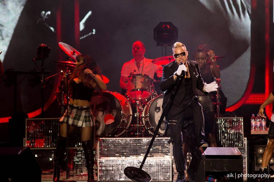 Live Review: You Should Definitely Let Robbie Williams Entertain You | Robbie Williams