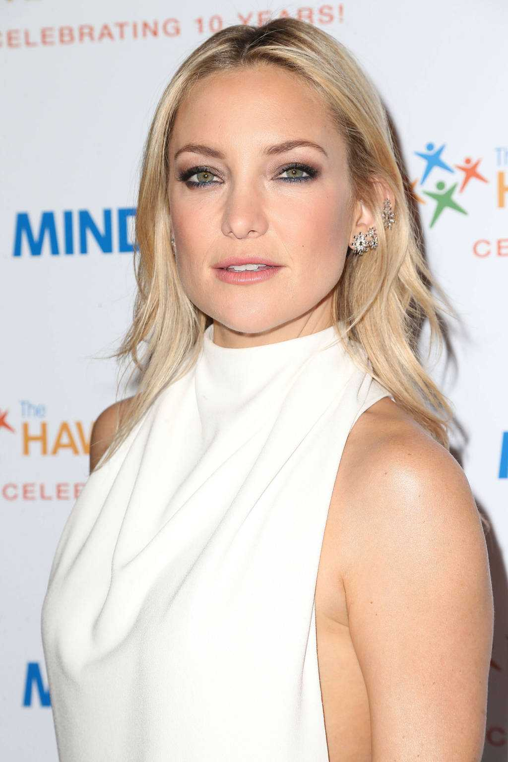 Kate Hudson Belts Out Star Spangled Banner For Independence Day | Kate Hudson
