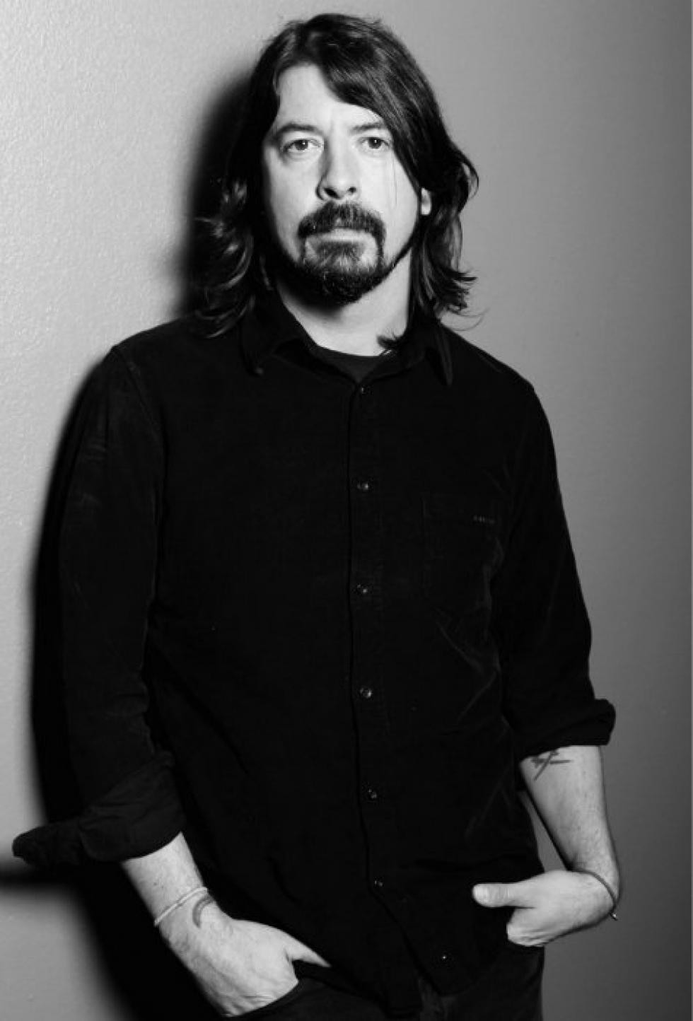 Dave Grohl Makes Fan's Birthday By Letting Him Play With The Foo Fighters | Dave Grohl
