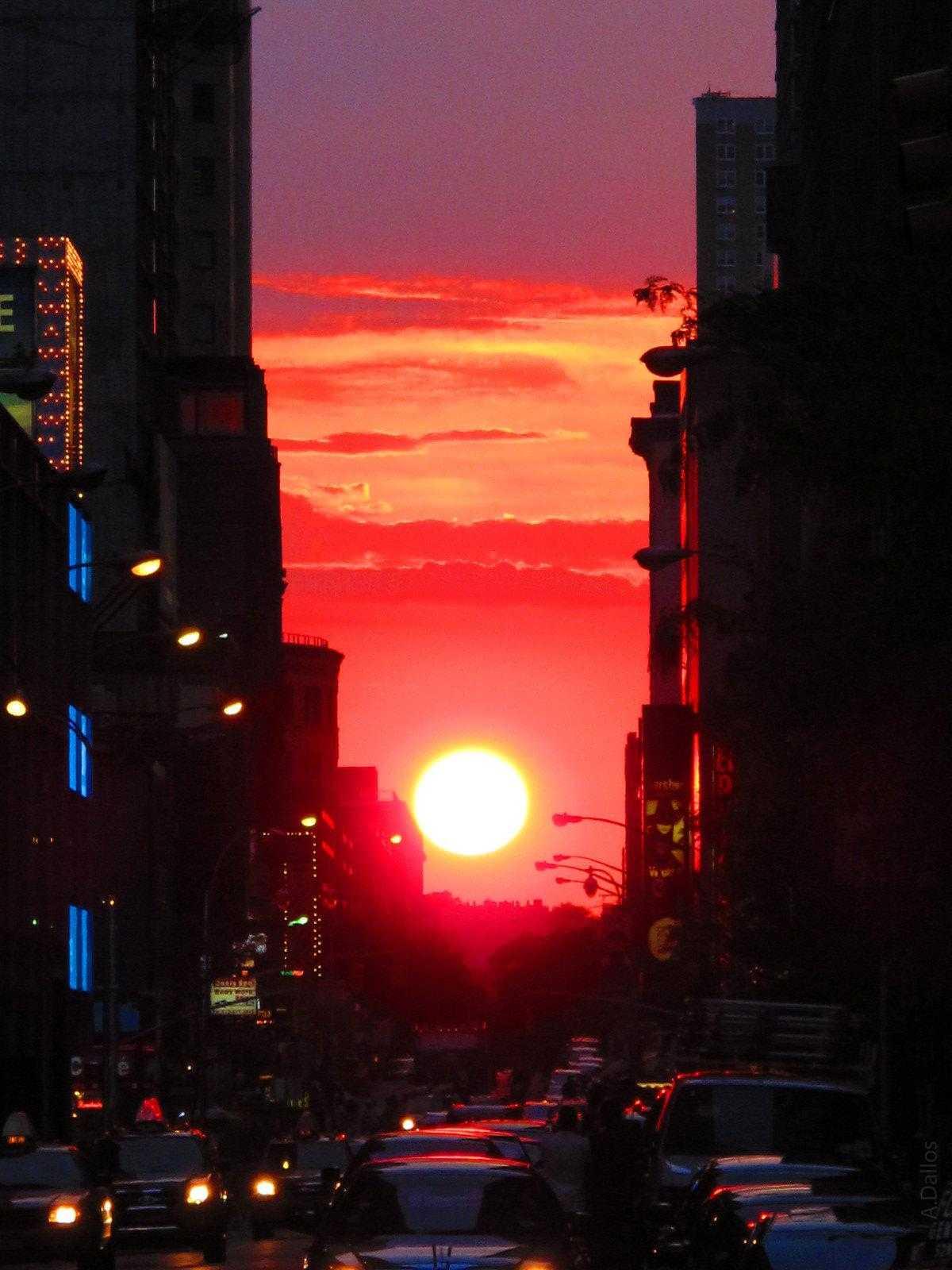 Last 'Manhattanhenge' Of The Year Occurs Sunday Night | Manhattanhenge