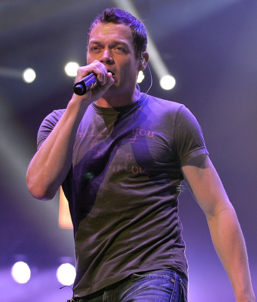 Brad Arnold Reprimands Concertgoer For Shoving Woman | Brad Arnold
