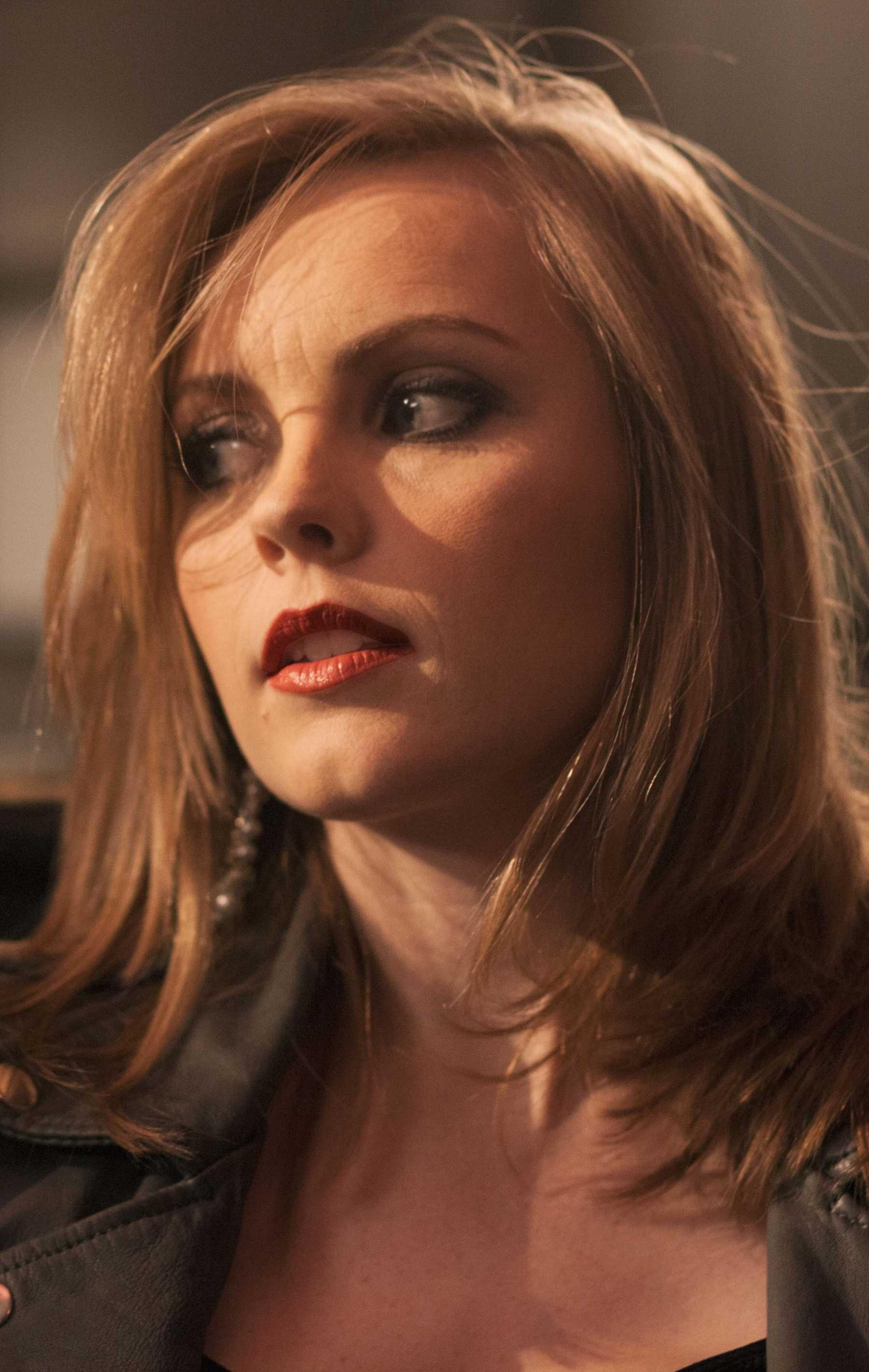 Premiere: Cassandra Kubinski's