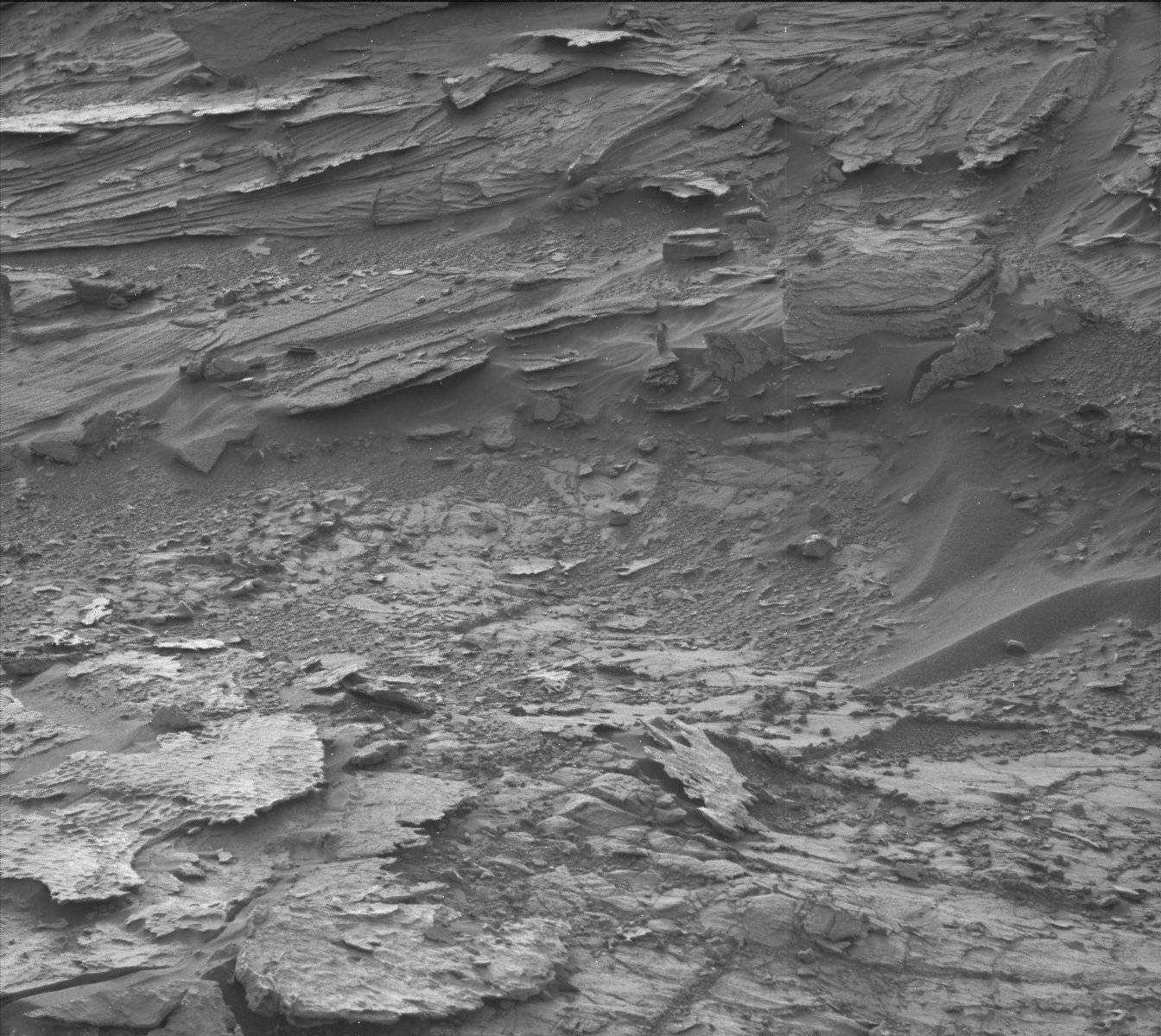 NASA's Curiosity Rover Spots Woman On Mars?   mars