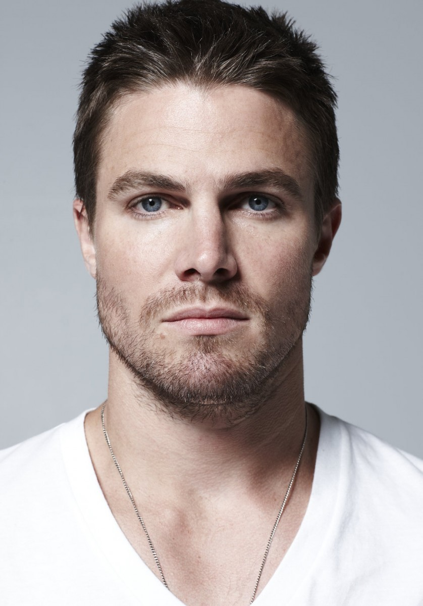 Stephen Amell Goes RAW: 'Arrow' Star Hits The WWE Ring!! | Stephen Amell