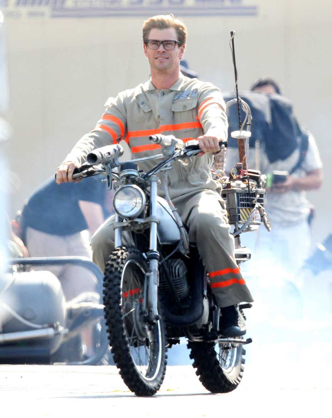 First Look At Chris Hemsworth In Ghostbusters | Chris Hemsworth