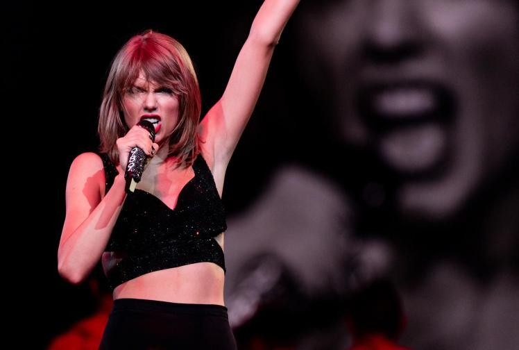 Taylor Swift's Last Night In LA Rocked With Kudrow, Timberlake And Gomez | Taylor Swift