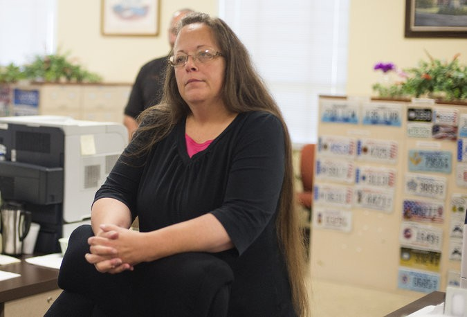 Bigoted Clerk Kim Davis Going To Jail For Refusing Marriage Licenses To Gay Couples | Kim Davis
