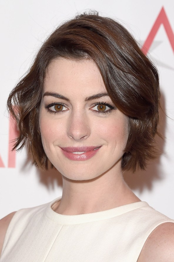 Anne Hathaway Fangirls Over Mariah Carey At Her Own Premier | Mariah