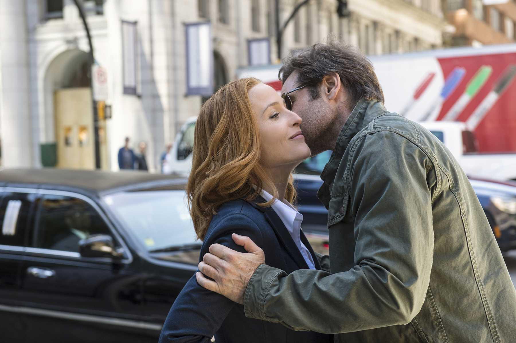 Mulder And Scully Keep It Cool In New Pics And A Lost Seventh Episode Of The X-Files? | X-Files