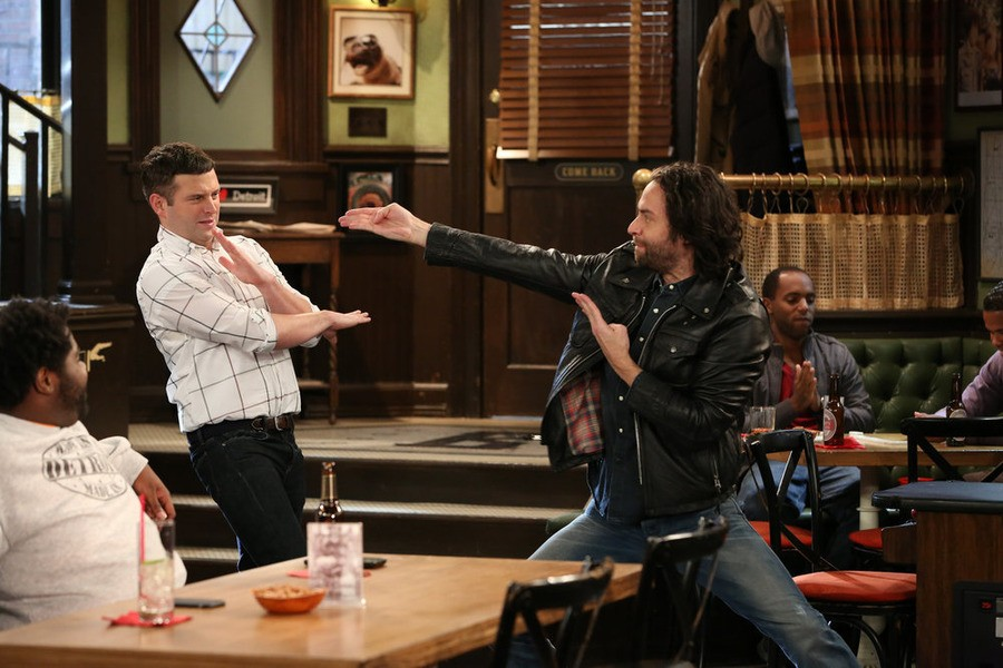 Undateable: 03x03, A Rock And A Hard Place Walk Into A Bar | Undateable