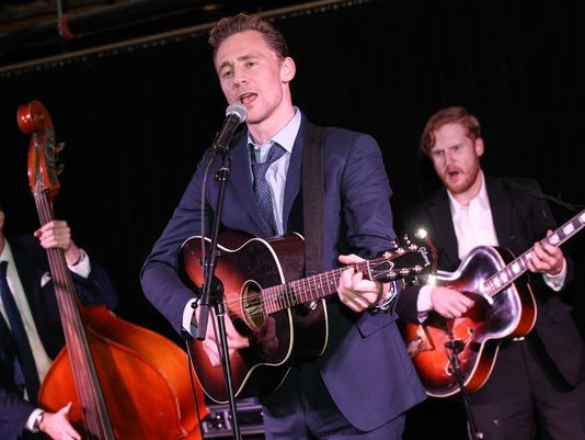 Perfect Human Tom Hiddleston Performs Surprise Concert In Nashville | tom hiddleston