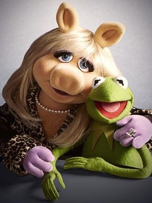 Miss Piggy And Kermit Cover Adele's 'Hello' In New Parody Video | hello