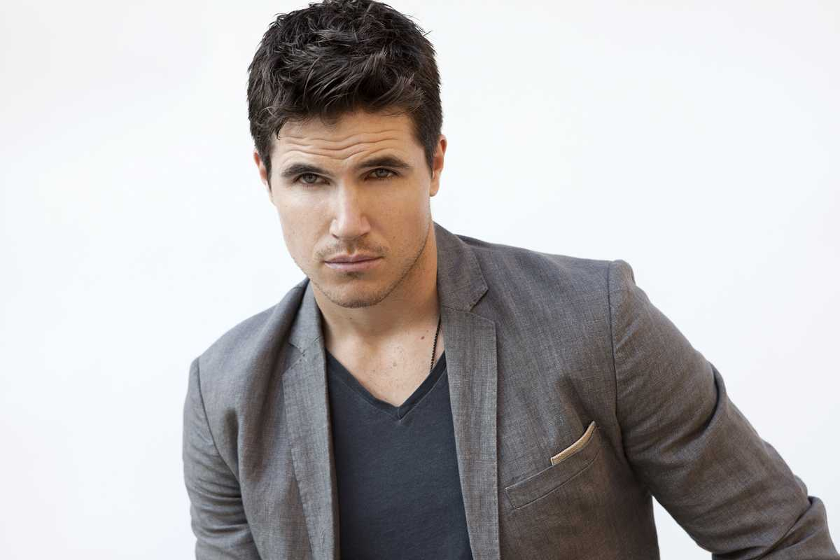 Robbie Amell To Star In 'Arq' On Netflix | Robbie Amell