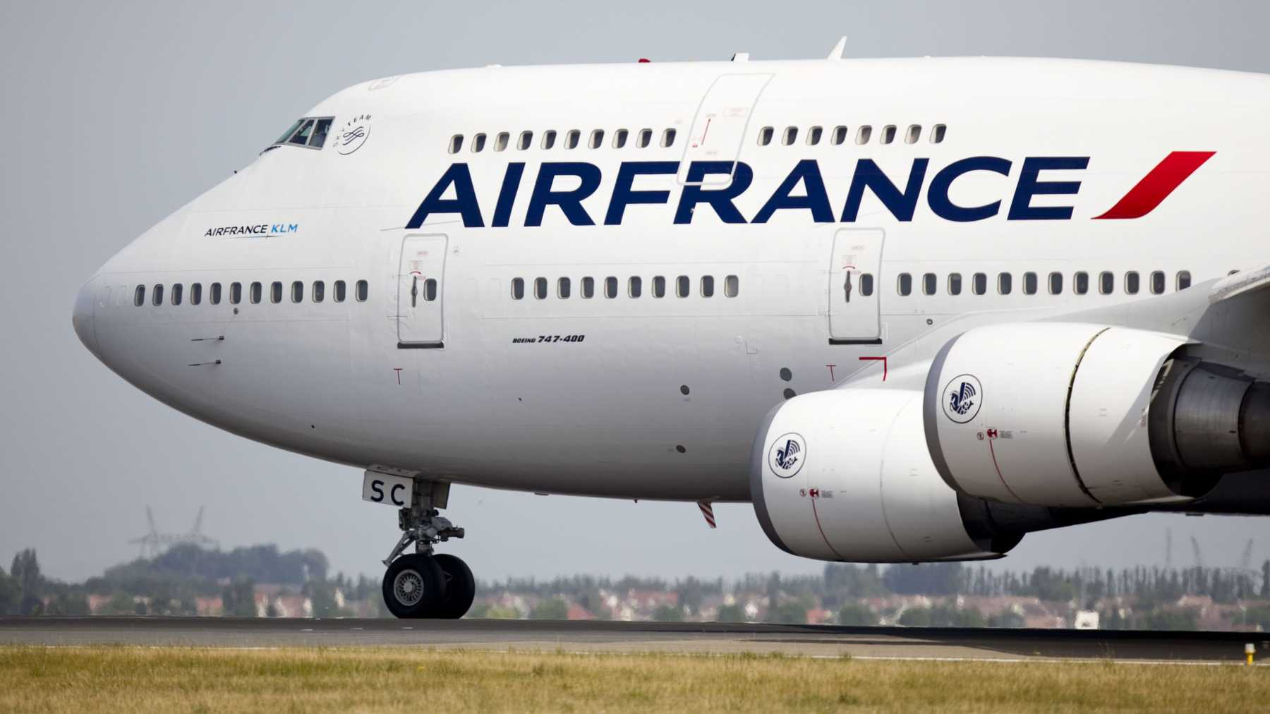 Woman Hides Child In Carry-On On Air France Flight | Air France