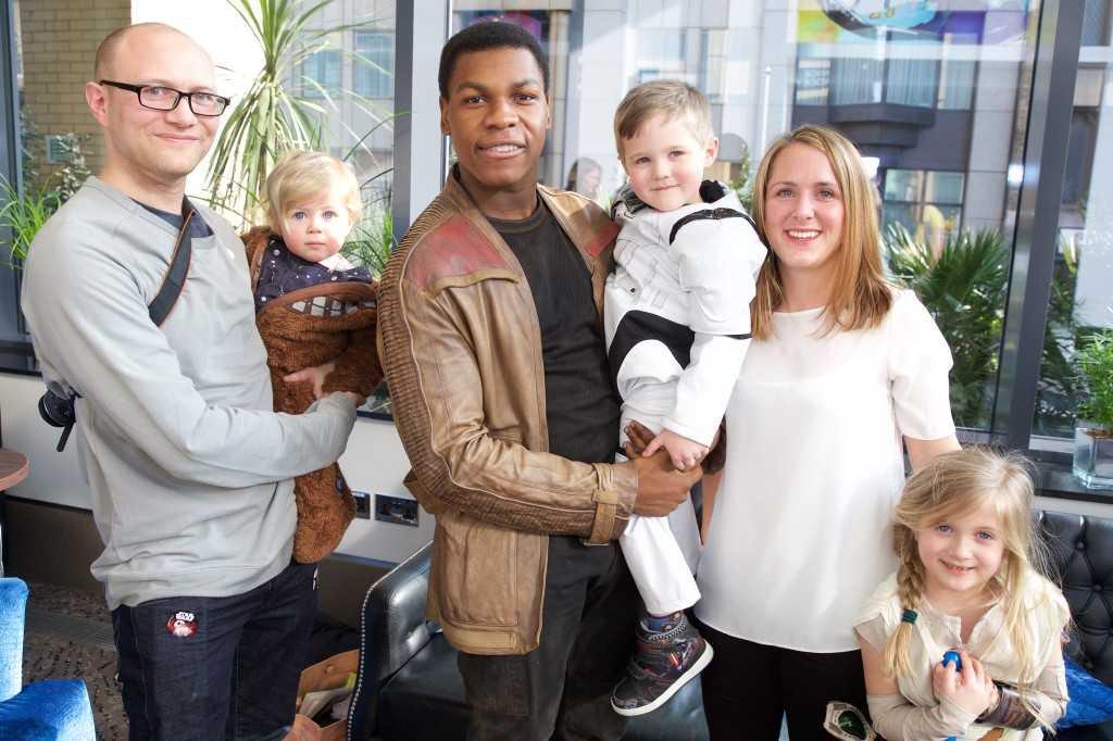 John Boyega Visits Children's Hospital As Star Wars Character | John Boyega