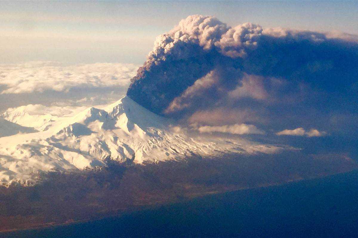 Alaskan Volcano Pavlof Eruption Causes Flight Diversions | Pavlof