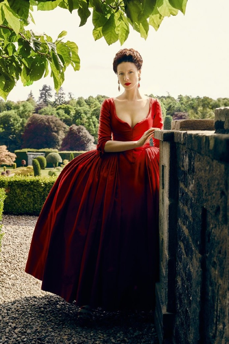 Awaiting Outlander's S2 Premiere With A Tribute To Ladies In Red | outlander