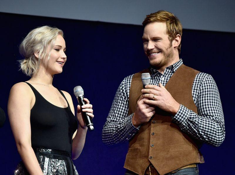 Jennifer Lawrence And Chris Pratt Share A 'Passengers' Sneak Peek At CinemaCon | Passengers