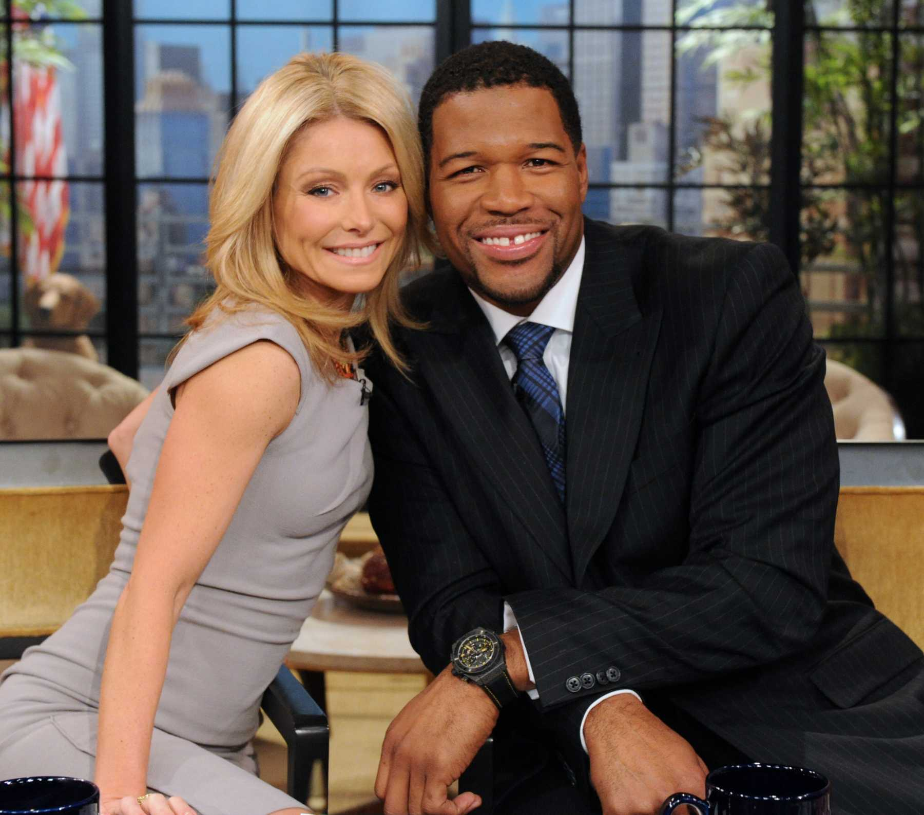 Michael Strahan Moving To GMA, Kelly Ripa 'Blindsided' | Michael Strahan