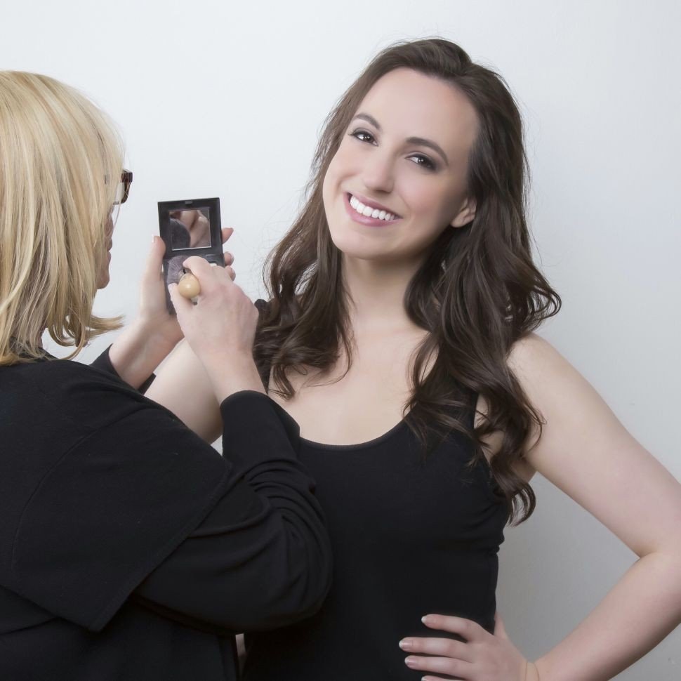 Kate Siegel Tells Her #CrazyJewishMom Story In Mother Can You Not (REVIEW) | Mother Can You Not