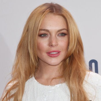 Lindsay Lohan Goes Political, Tweets About Brexit | Lohan