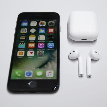 Apple's Tim Cook Insists You Won't Lose Your iPhone's Ear Pods   Tim Cook