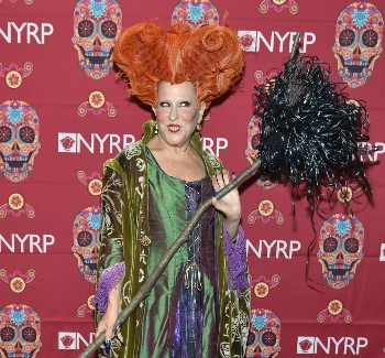 Bette Midler Wins Halloween By Dressing Up As Winifred Sanderson | midler