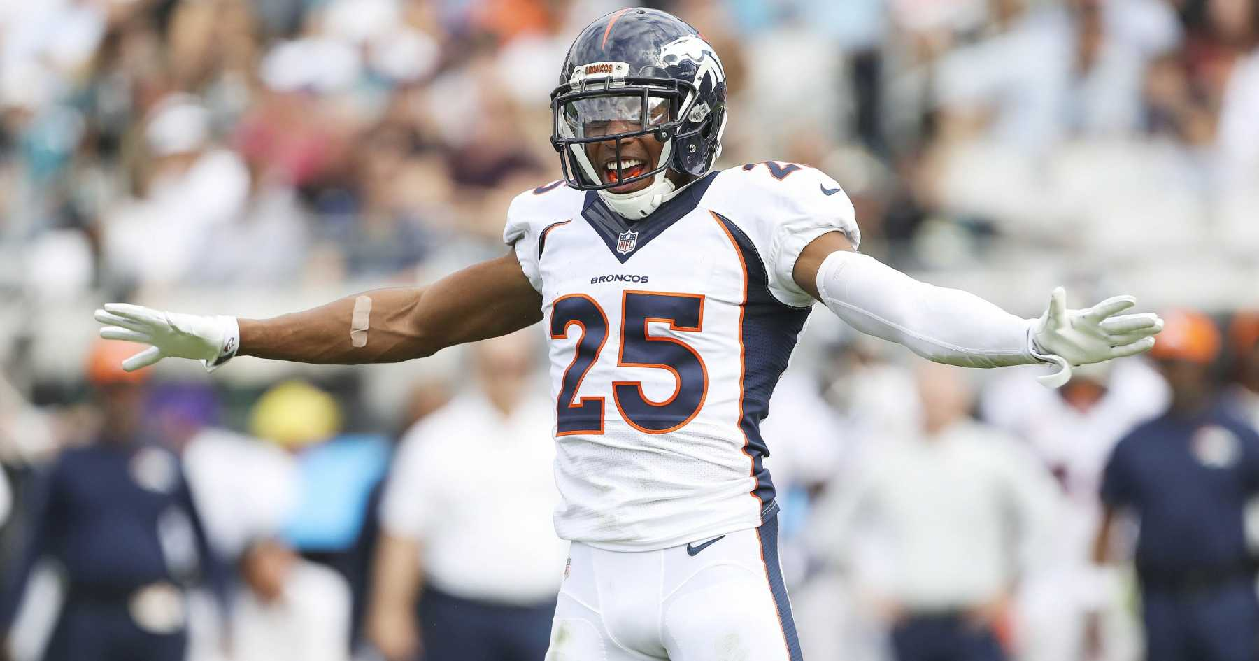 Broncos' Chris Harris Reportedly Unhurt After Low Hit | Chris Harris