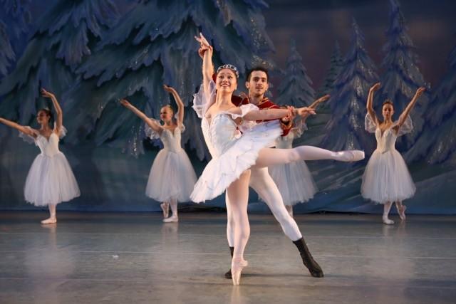 Ballet Dancers Run Into Unexpected Obstacle During The Nutcracker | Nutcracker