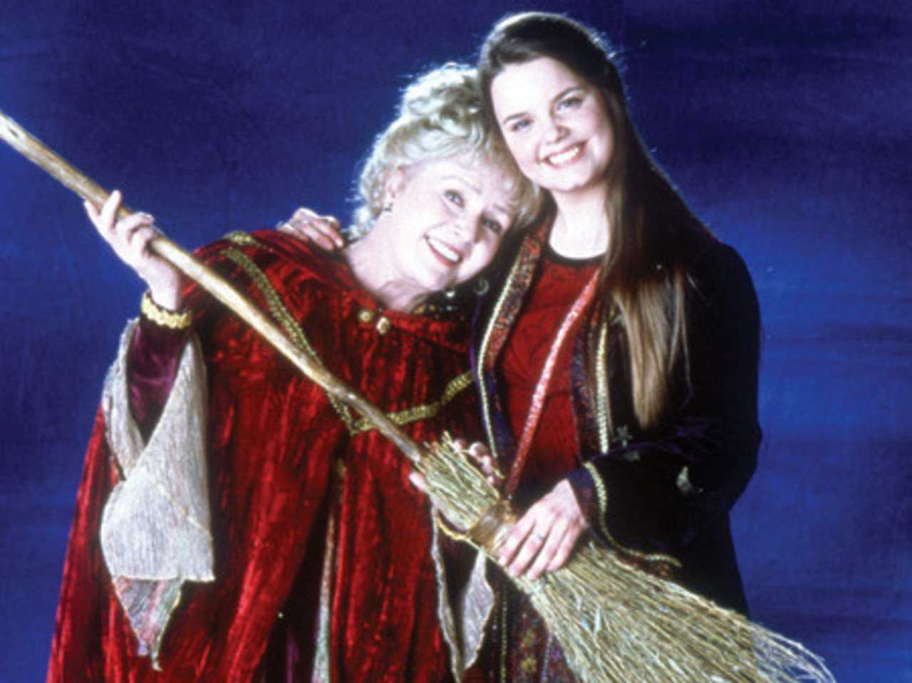 Halloweentown Stars Reflect On Debbie Reynold's Passing | Halloweentown