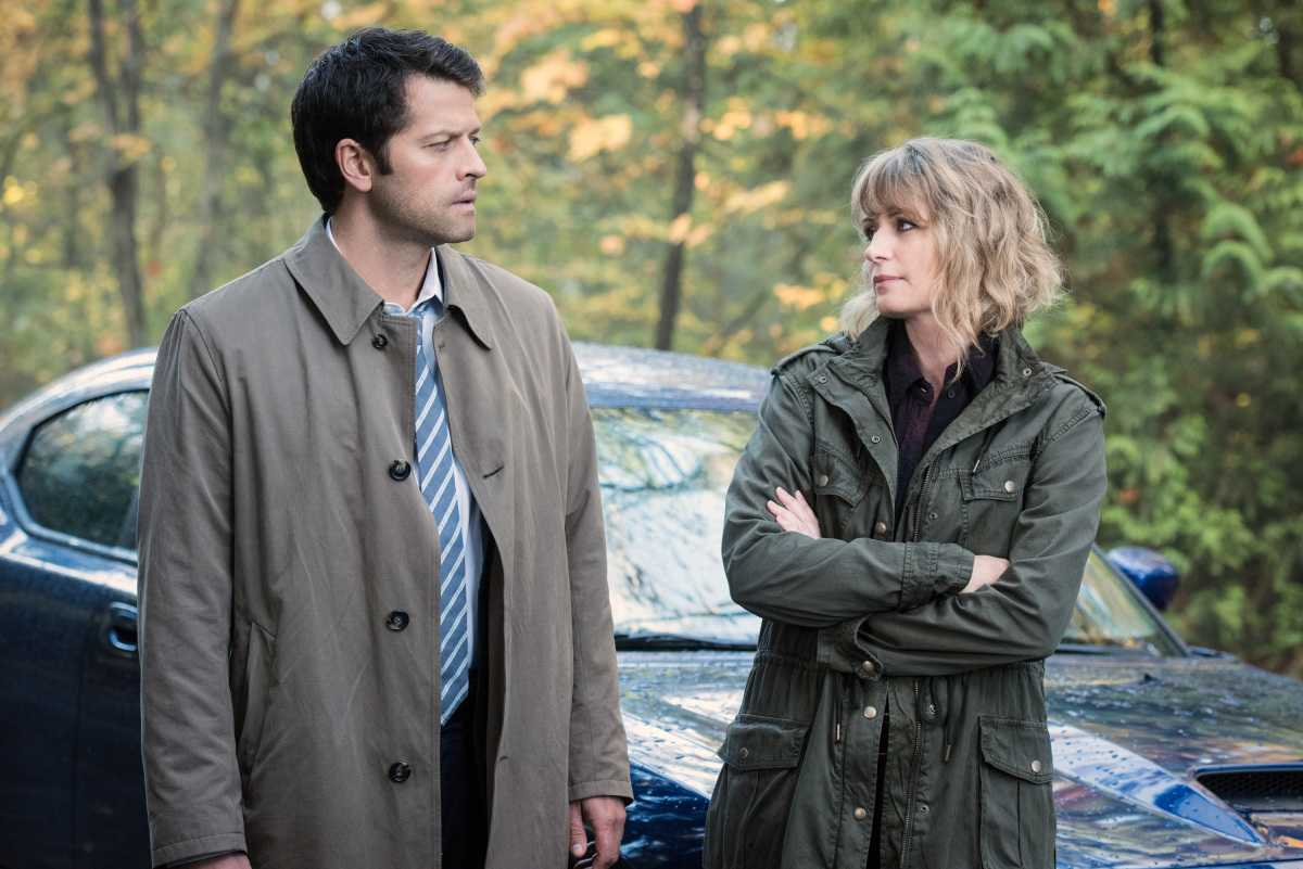 Supernatural Photos: Mary And Cas Will Team Up To Find Sam And Dean | Supernatural Photos