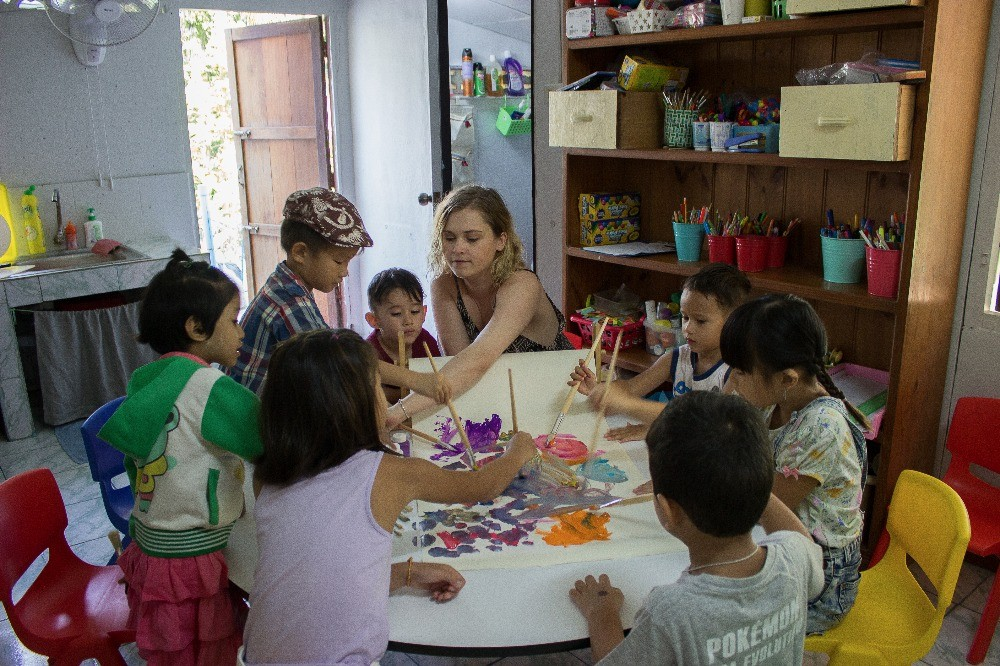 Eliza Taylor Builds Not For Profit School In Thailand | Eliza Taylor