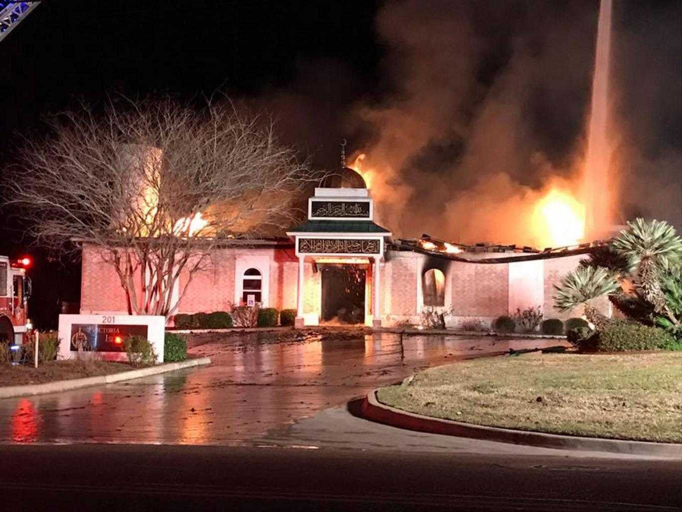 Texas Jews Allow Muslims To Use Their Synagogue After Their Mosque Was Burned | Jews