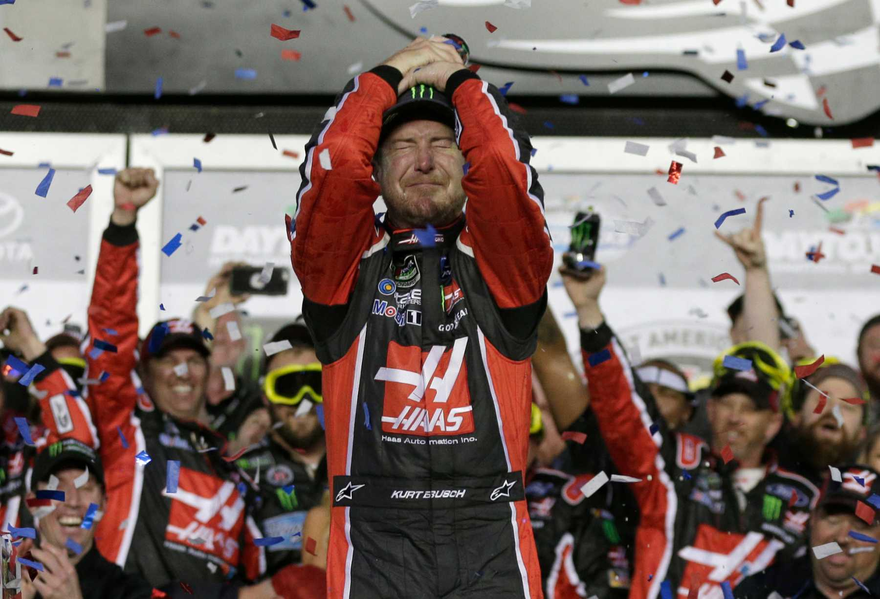 Kurt Busch Passes Kyle Larson On Last Lap To Win Daytona 500 | Kurt Busch