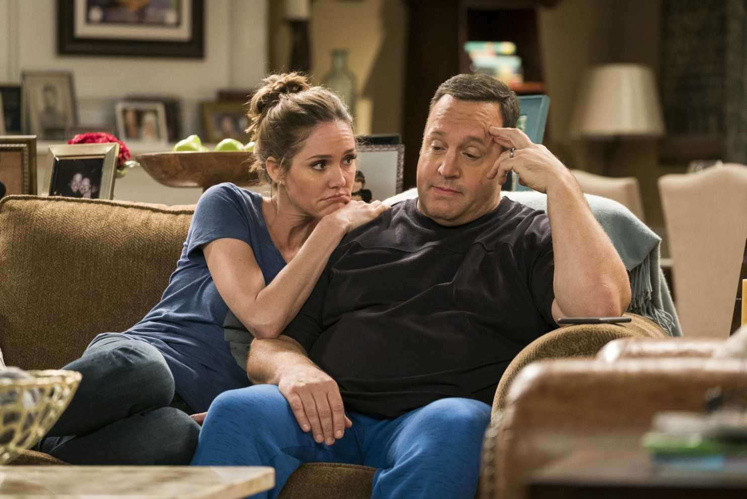 'Kevin Can Wait' Fires Erinn Hayes, Leah Remini Joins Cast | Kevin Can Wait