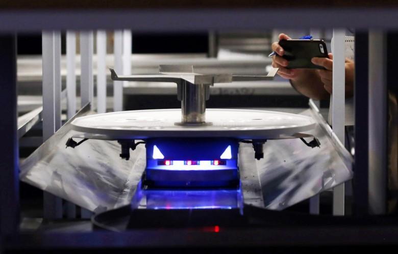 Montclair Restaurant Uses Robot Servers | robot
