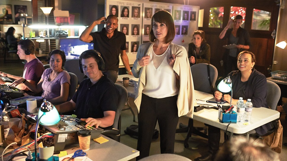 UnREAL Season 3 Finally Gets Trailer And Release Date | UnREAL 3