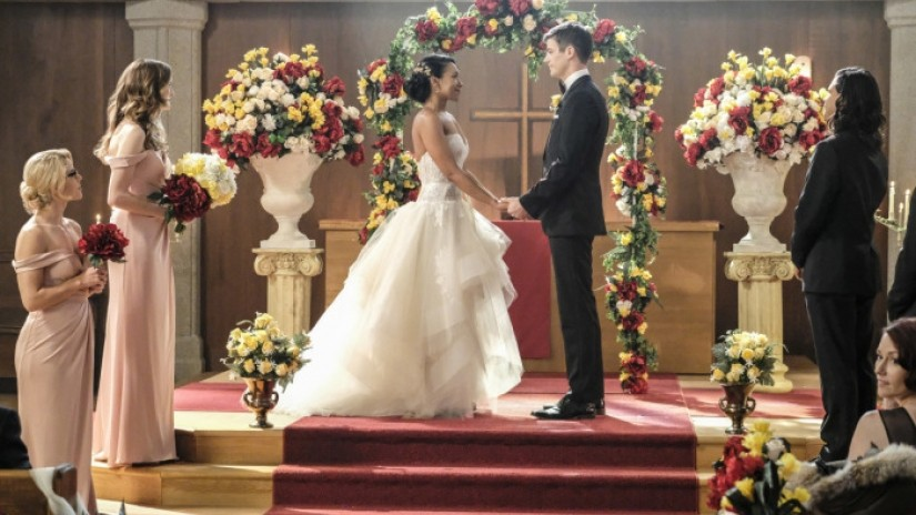 Barry and Iris getting married in the Crisis Of Earth-X Crossover