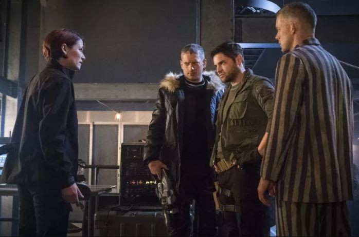 Earth-X Leo Snart with General Schott and The Ray in the Crisis On Earth-X Crossover