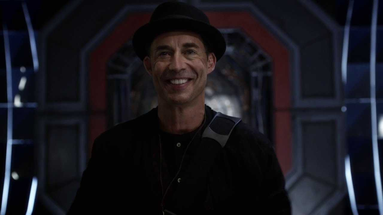 HR arrives on Earth-1 on The Flash