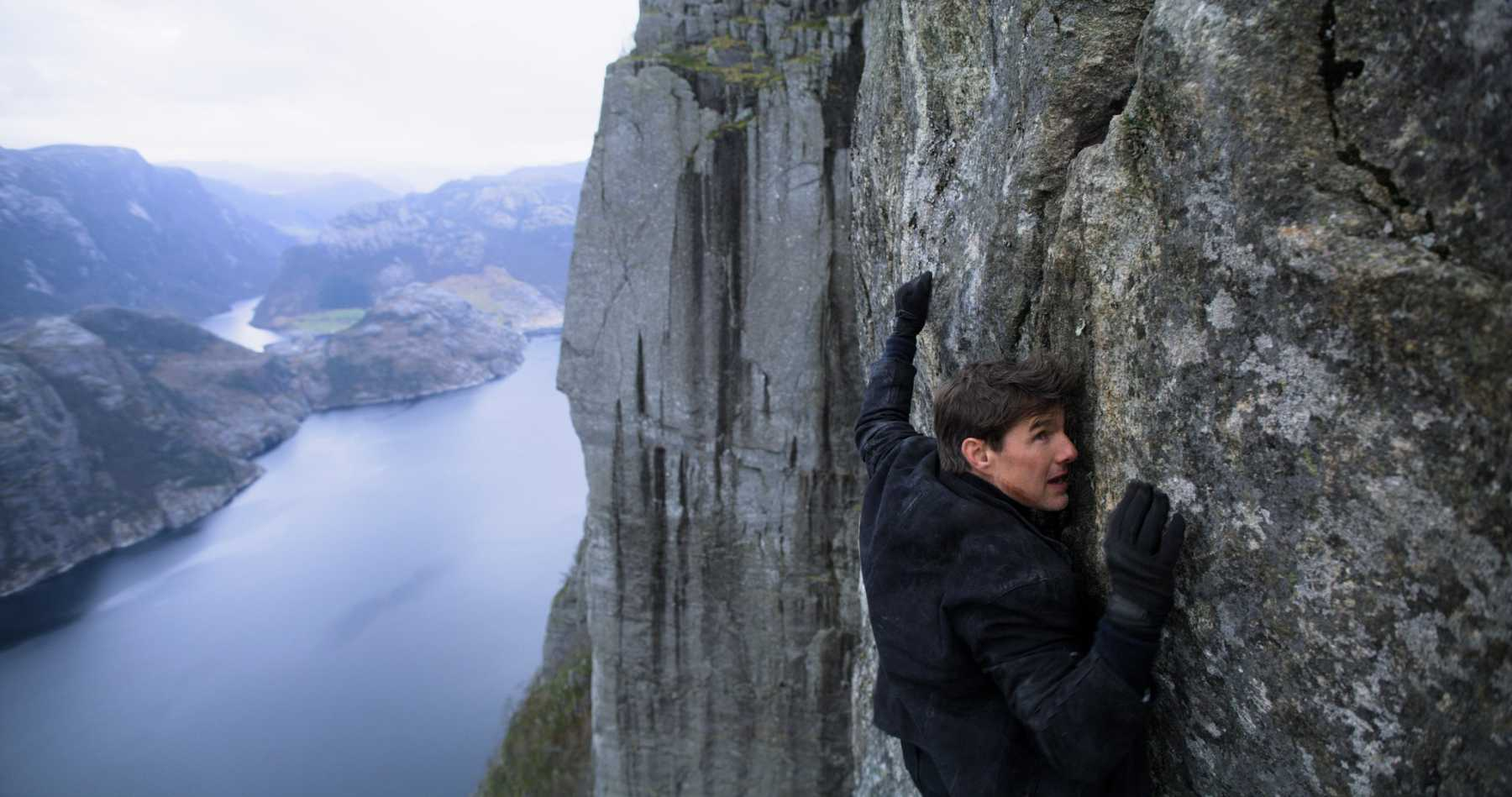 Watch Tom Cruise in 'Mission: Impossible' Death-Defying Helicopter Stunt
