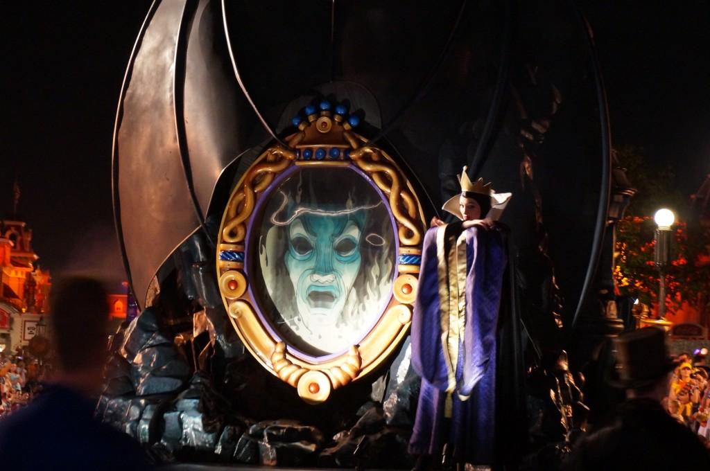 Boo To You Parade - Evil Queen