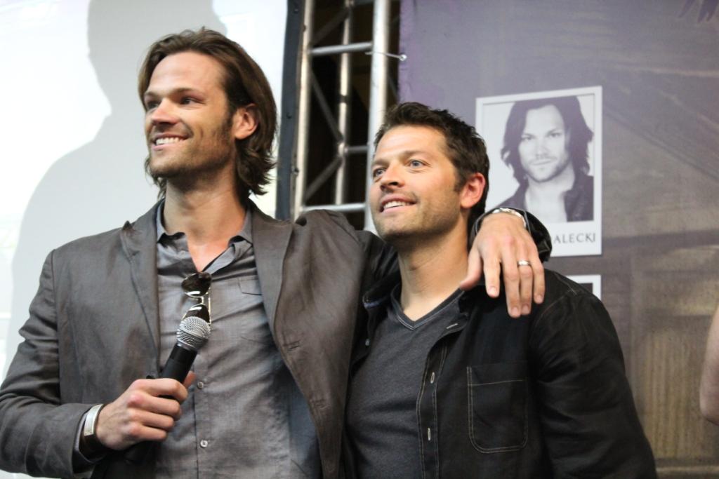 Jared-and-Misha-jared-padalecki-and-misha-collins-34006444-1024-683