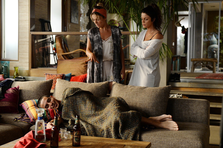 "GRACELAND -- ""Buto Ijo"" Episode 306 -- Pictured: (l-r) Manny Montana as Joe ""Johnny"" Tuturro, Serinda Swan as Paige Arkin, Vanessa Ferlito as Charlie DeMarco -- (Photo by: Jeff Daly/USA Network)"